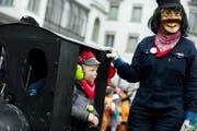 Ein Kind mit Gehörschutz am Wey-Umzug in der Stadt Luzern. (Bild: Pius Amrein, 3. März 2014)