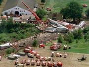 Über hundert Tote, fast hundert Verletzte: 20 Jahre nach der Zugkatastrophe in Eschede beklagen Hinterbliebene dessen fehlende juristischen Aufarbeitung. (Bild: KEYSTONE/DPA/INGO WAGNER)