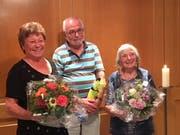 Der Puppenbühnenverein Wildhaus ernannte Irmgard und Stefan Litscher sowie Liseli Stricker (von links) zu Ehrenmitgliedern. (Bild: Rita Schiefer)