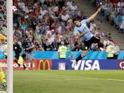 Zwei Tore und dann die Verletzung: Edinson Cavani bringt Uruguay in die Viertelfinals und muss selber um die Teilnahme bangen (Bild: KEYSTONE/AP/ANDREW MEDICHINI)