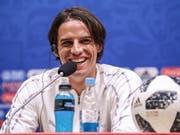 Nationalgoalie Yann Sommer hat seinen Humor trotz des bevorstehenden Spiels gegen Schweden nicht verloren (Bild: KEYSTONE/EPA/MARTIN DIVISEK)