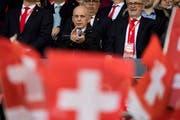 Finanzminister Ueli Maurer bei einem Länderspiel der Schweizer Nationalmannschaft im März 2017. (Bild Jean-Christophe Bott/Keystone)