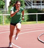 Larissa Bertényi trainiert viermal pro Woche beim LC Brühl, meistens auf der Leichtathletikanlage im St.Galler Neudorf. Ihr Trainer bezeichnet die Widnauerin als Farbtupfer. (Bild: Remo Zollinger)