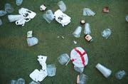 Was nach einem Fussballspiel in der Publicviewing-Zone zurückbleibt: leere Bierbecher. (Bild: Dan Kitwood/Getty)