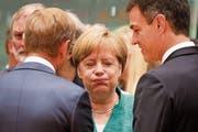 Angela Merkel beim EU-Gipfel im Gespräch mit EU-Präsident Donald Tusk (links) und dem spanischen Ministerpräsidenten Pedro Sánchez. (Bild: Ludovic Marin/AFP (Brüssel, 28. Juni 2018)