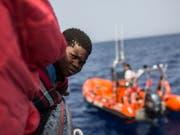 Ein Rettungsschiff der spanischen Hilfsorganisation Proactiva Open Arms bringt 59 Flüchtlinge nach Spanien. (Bild: KEYSTONE/AP/OLMO CALVO)