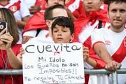 Ein kleiner Peru-Fan - zwischen dem WM-Traum und der Jagd nach einem Spielerleibchen. (Bild: Ralph Ribi)