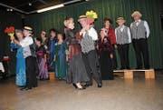 Zum Konzert des Evergreen Chörli gehört auch der Tanz. (Bild: Rosmarie Berlinger (Stans, 3. Juni 2018))