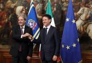 Noch weht die Europaflagge in Rom: Giuseppe Conte (rechts) und sein Vorgänger Paolo Gentiloni. (Elisabetta Villa/Getty)