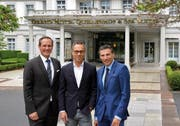 Marco R. Zanolari (General Manager Grand Hotels), Matthias Hüppi (FCSG-Präsident) und Patrick Vogler (CEO Grand Resort Bad Ragaz) )von links) (Bild: pd)