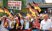 Alexander Gauland (Dritter von rechts) an einer Demonstration der AfD in Berlin. (Bild: Omer Messinger/EPA (27. Mai 2018))