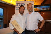 Matthias Steinegger (links) und sein Nachfolger als Präsident der FDP Uri, Ruedi Cathry, Schattdorf. (Bild: Bruno Arnold, Seedorf, 4.Juni 2018)