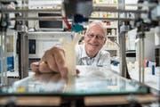 Lungenspezialist Lutz Freitag tüftelt in seinem Labor an neuen Produkten, die im 3D-Drucker entstehen. (Bild: Dominik Wunderli (Luzern, 23. Mai 2018))