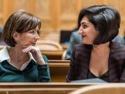 Die Basler Grünen-Nationalrätin Sibel Arslan (rechts) ist mit ihrer Idee einer gesetzlich festgelegten Frauenquote auf Wahllisten für den Nationalrat gescheitert. (Bild: KEYSTONE/ALESSANDRO DELLA VALLE)
