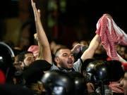 In den vergangenen Tagen gingen Tausende Jordanier auf die Strasse, um gegen Steuererhöhungen zu protestieren. (Bild: Keystone/EPA/ANDRE PAIN)