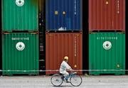Im Container-Geschäft lässt sich Geld verdienen – und verlieren. (Bild: Franck Robichon/EPA (Tokio, 18. Mai 2017))