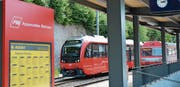 Altes verschwindet, Neues hält Einzug: Bei den Appenzeller Bahnen bedeutet dies nicht nur ein geänderter Fahrplan ab dem 9. Dezember, sondern auch der Einsatz von neuem Rollmaterial. (Bild: Martin Schneider)