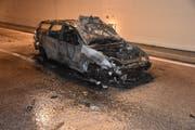 Das Komplett ausgebrannte Auto. (Bild: Kapo Nidwalden, 4. Mai 2018)