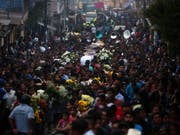 Guatemala trauert um die vielen Todesopfer nach dem Vulkanausbruch. (Bild: KEYSTONE/EPA EFE/ESTEBAN BIBA)
