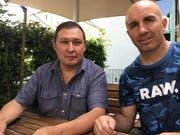 Box-Weltmeister Tefik Bajrami (rechts) und der kirgisische Ex-TV-Journalist Kairat Birimkulov. (Bild: Balz Bruder, 4. Juni 2018)