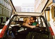 Romantischer Kuss? Die Dauer der Verliebtheit betrage im Durchschnitt vier Jahre, sagt der Experte. «Natürlich kann man ein Leben lang zusammenbleiben, mit Liebe hat das aber meist nichts zu tun.» (Bild: Getty)