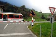 Der Unfall hat sich beim Bahnübergang Feld der Zentralbahn in Oberdorf ereignet. (Archivbild: Oliver Mattmann/NZ, 1. November 2016)