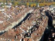 Das Berner Kantonsparlament lässt Läden in der Untereren Altstadt Berns auch an Feiertagen öffnen. (Bild: KEYSTONE/PETER KLAUNZER)