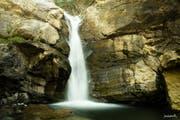 Duschen mal anders: der Chessiloch-Wasserfall. (Bild: David Wüthrich)