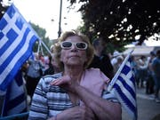 """""""Mazedonien ist griechisch"""": Wie im nordgriechischen Pella gingen landesweit Tausende Griechen im Namensstreit mit Mazedonien auf die Strasse. (Bild: KEYSTONE/AP/GIANNIS PAPANIKOS)"""