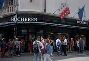 Bei Gruppenreisen hoch im Kurs: die Geschäfte und Boutiquen rund um den Schwanenplatz. (Bild: Corinne Glanzmann)