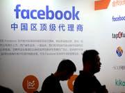 Facebook gewährte weltweit rund 60 Firmen Zugang zu Nutzerdaten, darunter den chinesischen Handyherstellern Huawai, OPPO und TCL sowie dem Computer-Hersteller Lenovo. (Bild: KEYSTONE/AP/MARK SCHIEFELBEIN)