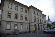 Die SVP Erstfeld ist dagegen, dass im Kirchmattschulhaus künftig kein Schulbetrieb mehr geplant wird. (Bild: Urs Hanhart, Erstfeld, 4. Juni 2018)
