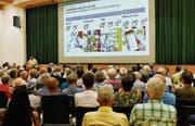 Die Post hat die Steinacher am Dienstag zum «Dialogabend» eingeladen. Viele wollen verhindern, dass die Poststelle schliesst. (Bild: Fritz Heinze)