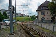 Beim Kauf des Bahnhof Areals Ost durch die Gemeinde Teufen geht es zur Hauptsache um das Wiesengelände in der Bildmitte. (Bild: Karin Erni)