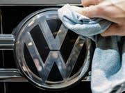 Mit Milliarden-Forderung abgeblitzt: Der deutsche Volkswagenkonzern kann im Abgas-Streit mit dem US-Bundesstaat Illinois einen juristischen Erfolg verbuchen. (Bild: KEYSTONE/EPA/CLEMENS BILAN)