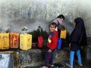 Prekäre Versorgungslage im Jemen: Mit den Kämpfen rund um die Hafenstadt Hudaida droht sich die Situation weiter zuzuspitzen. (Bild: KEYSTONE/EPA/YAHYA ARHAB)