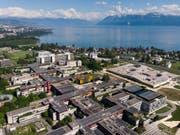 Blick auf den Campus der ETH Lausanne am Genfersee: An den Arc lémanique zog es dieses Jahr gleich drei Bundeshausfraktionen. (Bild: Keystone/LAURENT GILLIERON)