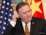 Muss sich mit Gehörproblemen seiner Mitarbeiter befassen: US-Aussenminister Mike Pompeo. (Bild: KEYSTONE/EPA/MICHAEL REYNOLDS)
