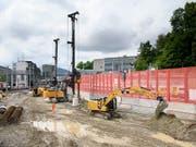 Bauarbeiter auf einer der Baustellen für den Ausbau des Bahnhofs Bern. Das Grossprojekt unter laufendem Betrieb gleicht einer Operation am offenen Herzen. (Bild: KEYSTONE/ANTHONY ANEX)