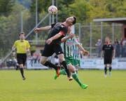 Der Fussballplatz Grüner Wald soll auf Kunstrasen aufgerüstet werden. Im Bild Noah Senn (am Ball) im Spiel FC Schattdorf - SC Kriens. (Bild: Urs Hanhart (Schattdorf, 13. Mai 2017))
