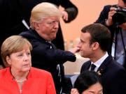 US-Präsident Donald Trump und Frankreichs Präsident Emannuel Macron am G20-Gipfel in Hamburg im Juli 2017. (Bild: KEYSTONE/AP FILES/MARKUS SCHREIBER)