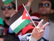 Jordaniens neuer Regierungschef verzichtet auf die umstrittenen Steuererhöhungen, die zu Massenprotesten und Regierungsrücktritt geführt hatten. (Bild: KEYSTONE/EPA/ANDRE PAIN)