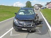 Beim Unfall in Winden TG wurden zwei Personen verletzt: die 89-jährige Fahrerin und ihr Mitfahrer. (Bild: Kapo TG)