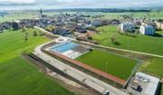 Luftaufnahme vom Sportplatz in Rain. (Bild: Patrick Wicki (Rain, 19. April 2018))