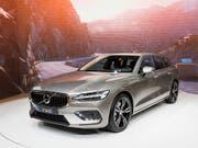 Volvo will mit neuen Geschäftsmodellen den Absatz steigern. Im Bild der neue Volvo V60, der heuer am Genfer Autosalon gezeigt wurde. (Bild: KEYSTONE/CYRIL ZINGARO)