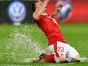 Torjubel von Xherdan Shaqiri in einem roten Tenü - schon bald nicht mehr nur in der Nationalmannschaft? (Bild: KEYSTONE/WALTER BIERI)