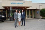 Sacha Geier, Direktorin der Klinik am Rosenberg in Heiden (Mitte), Hirslanden-CEO Ole Wiesinger (links) und Finanzchef Andreas Kappeler. (Bild: Martin Schneider)