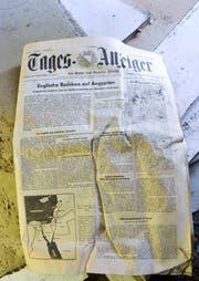 """Gefunden im Keller des alten Wohnhauses an der Ringstrasse: Eine Ausgabe des """"Tagesanzeigers"""" aus dem Jahr 1956. (Bild: Christoph Heer)"""