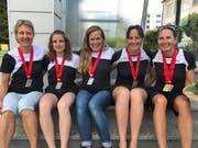 Das stolze Berglauf Frauen-Team vom Fitsport Kerns (von links): Franziska Ettlin, Alexandra Wallimann, Asa Nyffeler, Veronique Durrer und Conny Odermatt (zwei Medaillen). (Bild: pd)