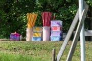 Die Requisiten für das St.Galler Kinderfest stehen bereit, das einzige, was fehlt, ist ein günstiges Wetterfenster. (Hanspeter Schiess)